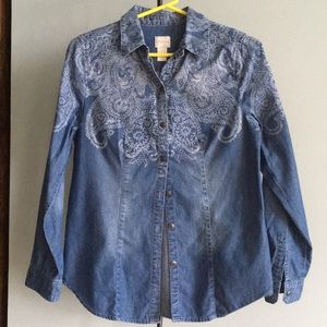 CHICO'S DENIM PRINTED BUTTON DOWN